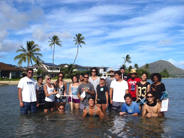 BIOL 124L students at Maunalua Bay in East O'ahu